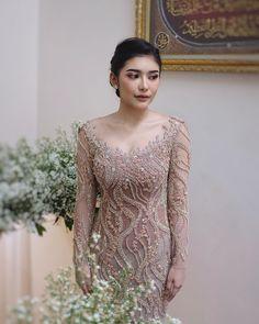 Model Dress Kebaya, Kebaya Modern Dress, Simple Bridesmaid Dresses, Bridal Dresses, Kebaya Sabrina, Kebaya Simple, Model Kebaya Modern, Kebaya Wedding, Dress Brokat