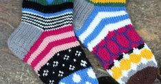 Knitted socks inspired by Marimekko - eilen tein: MARISUKAT Crochet Socks, Knitted Slippers, Knitting Socks, Hand Knitting, Knit Crochet, Woolen Socks, Knit Art, Fair Isle Pattern, Kids Socks