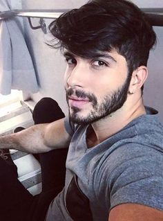 Looking for the best & trendy medium length hairstyles and haircuts for men? Believe me, you're gonna love these hairstyles & haircuts for Cool Hairstyles For Men, Short Bob Hairstyles, Hairstyles Haircuts, Haircuts For Men, Medium Hairstyles, Hair And Beard Styles, Short Hair Styles, Langer Pony, Undercut Men