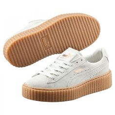 Rihanna's first introduction as PUMA Women's Creative Director, the PUMA Creeper remixes the iconic PUMA Suede with a little bit punk and a little bit rebel. Rihanna Creepers, Puma Creepers, Hipster Grunge, Style Hipster, Grunge Style, Hipster Tops, Soft Grunge, Punk Shoes, Cat Shoes