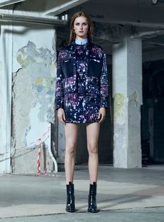 Versace Pre-Fall 2016 Fashion Show  http://www.vogue.com/fashion-shows/pre-fall-2016/versace/slideshow/collection#4