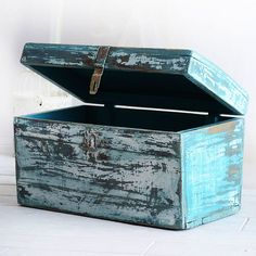 Annie Sloan Painter In Residence Agnieszka Krawczyk's Blue Sea Trunk finished in Chalk Paint® | Via The Palette Blog