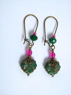 """Boucles d'oreilles dormeuses """"Drôles de feuilles"""", verre picasso, métal bronze : Boucles d'oreille par francesca"""