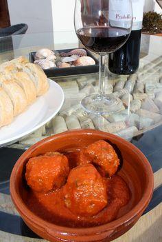 Spanish Meatballs in Tomato Sauce