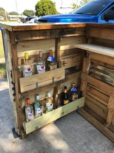 Below you can find outdoor bar ideas that fulfill your hopes and dreams. Creating an outdoor bar is so much enjoyable. Pick from these designs to make it simpler! Diy Bar, Diy Home Bar, Bars For Home, Bar Patio, Backyard Bar, Diy Outdoor Bar, Outdoor Kitchen Bars, Outdoor Bar Furniture, Bar En Palette