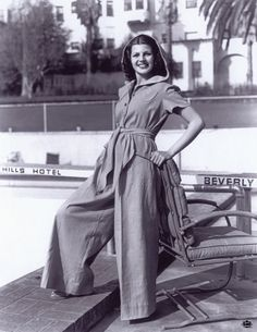 "Rita Hayworth in a comfy outfit down by the pool, circa image from ""The Beverly Hills Hotel and Bungalows - The First 100 Years"" by Robert S. Anderson, Official Historian for The Beverly Hills Hotel Golden Age Of Hollywood, Hollywood Glamour, Hollywood Stars, Old Hollywood, Classic Hollywood, Beverly Hills Hotel, The Beverly, Rita Hayworth, 1940s Fashion"