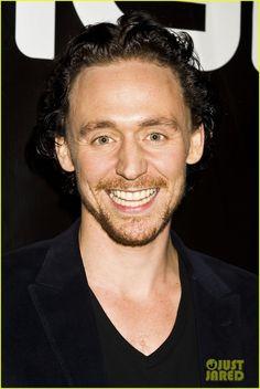 tom hiddleston | Tom Hiddleston: 'Avengers' at New York Comic-Con! | Chris Evans, Tom ...
