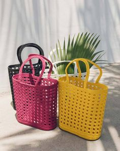 For some women, buying an authentic designer bag is just not something to rush straight into. Because these hand bags can easily be so expensive, women typically agonize over their selections prior to making an actual bag purchase. (Re:Womens Pouch. Crochet Tote, Crochet Handbags, Bead Crochet, Crochet Round, Hello Summer, Cheap Bags, Knitted Bags, Purses And Bags, Women's Bags