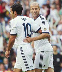 Figo & Zidane l Legendary Ballon D'or, Ufc, Real Madrid Football Club, Sport Icon, Zinedine Zidane, Best Player, Soccer Players, Fc Barcelona, Liverpool