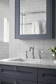 hamptons bathroom The Importance Of Hamptons Kitchen 112 Blue Bathroom Interior, Modern Bathroom, Small Bathroom, Master Bathroom, Bad Inspiration, Bathroom Inspiration, Hampton Style Bathrooms, Bad Styling, Carrara