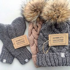 Pom pom beanies and furry balls – Just Trendy Girls Knit Crochet, Crochet Hats, Knit Beanie Hat, Knitting Accessories, Knitted Gloves, Baby Sweaters, Baby Knitting, Streetwear, Knitting Patterns