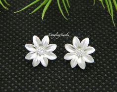 Daisy Earrings, Flower Earrings, Bridesmaid Jewelry, Stud Earrings, Mothers Day Gift, Post Earrings, Everyday Earrings, Wedding Jewelry