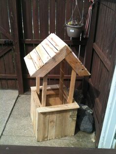 This planter in form of a well is made out of 1 pallet and a half, perfect as a decoration …