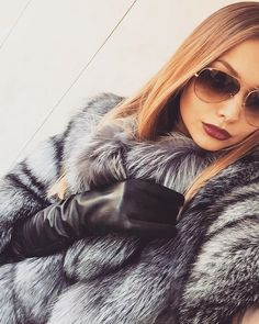 Fur, Femdom and Maybe Some Shemales Too: Photo Fur Fashion, Leather Fashion, Fox Fur Coat, Fur Coats, Long Gloves, Women's Gloves, Black Leather Gloves, Looking Gorgeous, Gorgeous Women