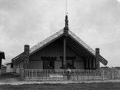 Owae marae, manukorihi Maori Art, Maui, New Zealand, Carving, Google Search, House Styles, Wood Carvings, Sculptures, Printmaking