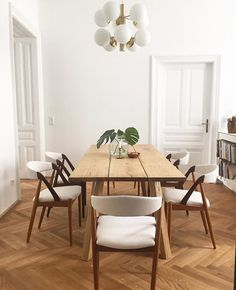 "392 mentions J'aime, 10 commentaires - Selency by Brocante Lab (@selency) sur Instagram : ""Ces chaises. Ce lustre. Cette table. Cette harmonie. 7/7. 
