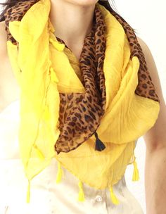 scarf for all seasons! Scarf Belt, Street Style Shoes, Yellow And Brown, Neck Scarves, Scarf Styles, Style Guides, Dress To Impress, Fashion Outfits, Fashion Scarves