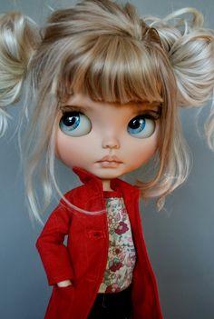 Blythe dolls are cute 😍 on We Heart It Pretty Dolls, Beautiful Dolls, Ooak Dolls, Blythe Dolls, Kawaii Doll, Little Doll, Doll Repaint, Custom Dolls, Ball Jointed Dolls