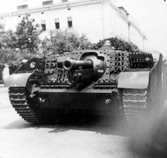 The use of spare track to enhance armour. World Of Tanks, War Dogs, Defence Force, Panzer, Luftwaffe, Armored Vehicles, War Machine, Historical Photos, Military Vehicles