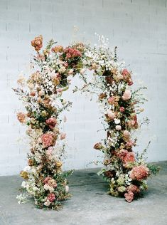Wedding Ceremony Flowers, Wedding Ceremony Backdrop, Floral Wedding, Wedding Bouquets, Fall Wedding Arches, Wedding Dried Flowers, Wedding Ceremony Floral Arch, Whimsical Wedding Flowers, Arco Floral