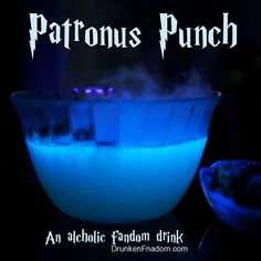 It bubbles, it smokes and it glows! This ethereal, sweet, slightly tart punch is a perfect centerpiece for any Potter party. Make sure you focus on your happiest memory as you peer into the smoke and see if your patronus take shape! Grab the recipe, or ch Punch Halloween, Cocktails Halloween, Harry Potter Halloween Party, Soirée Halloween, Harry Potter Christmas, Harry Potter Adult Party, Halloween Shots, Halloween Desserts, Harry Potter Fiesta