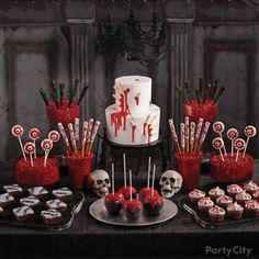 Check Out the Halloween 2016 Party Ideas 2016 for Adults at House, Scary Images, Pumpkin Faces, Wallpapers & Background. Halloween is a Christian religious Teen Halloween Party, Dulces Halloween, Halloween Food For Party, Halloween Cakes, Halloween Birthday, Holidays Halloween, Halloween Treats, Halloween Decorations, Halloween Sweet 16