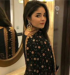 We are in love with this look of zaira 😍 What you think ? Bollywood Girls, Bollywood Actress, Bollywood Stars, Ethnic Outfits, Indian Outfits, Zaira Wasim, Photography Poses Women, Makeup For Teens, Desi Clothes