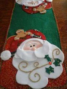 New christmas tree skirt felt table runners Ideas Christmas Tree Pattern, Cool Christmas Trees, Christmas Sewing, Christmas Art, Christmas Tree Ornaments, Christmas Holidays, Xmas Table Decorations, Homemade Christmas Decorations, Holiday Decor