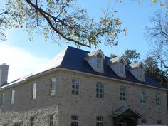 Durability, beauty and resistance for a home in Dallas with CUPAPIZARRAS natural slate | #CUPAPIZARRAS #naturalslate #roofing #CUPA98 #construction #architecture