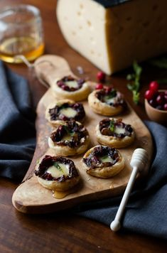These caramelized onion cranberry swiss tartlets make a gorgeous holiday ap Appetizers For Party, Appetizer Recipes, Dessert Recipes, Desserts, Brunch, Caramelized Onions, Finger Foods, Tapas, Food And Drink