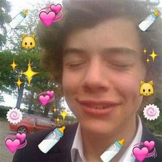 Harry Fetus is so fucking sweet Fetus Harry Styles, Harry Styles Baby, Harry Styles Memes, Harry Edward Styles, Heart Meme, 5sos Memes, Mr Style, One Direction Memes, Treat People With Kindness