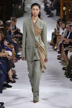 Giada Spring 2019 Ready-to-Wear Fashion Show Collection: See the complete Giada Spring 2019 Ready-to-Wear collection. Look 11 Fashion Milan, Runway Fashion, High Fashion, Fashion Show, Fashion Looks, Fashion Outfits, Womens Fashion, Fashion Design, Fashion Trends
