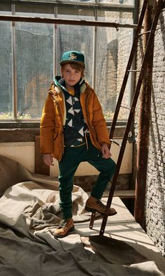 Scotch & Soda is één van onze favoriete kinderkleding merken, wat is het favoriete merk van jouw youngster? #scotch #soda #kindermerk #kinderkleding #mode #hip #stoer #fashion #boyslook #jongen Scotch Shrunk, Scotch Soda, Peacock Pose, Kids Fashion, Bomber Jacket, Hipster, Sweatpants, Poses, Jackets