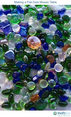 This is a guide about crafts using flat glass gems. Flat glass gems can be purchased in a variety of sizes and colors and used in many craft projects. You are in the right place about how to Decoupage Mosaic Diy, Mosaic Crafts, Mosaic Projects, Marble Mosaic, Mosaic Glass, Craft Projects, Craft Ideas, Marble Art, Craft Tutorials