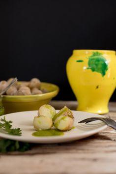 papas arrugadas con mojo verde, una de las recetas más típicas de la cocina canaria