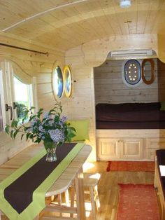 1000 images about tiny housing on pinterest tiny house auvergne and caravan. Black Bedroom Furniture Sets. Home Design Ideas