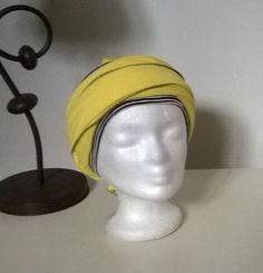 Turban préformé - Foulard cheveux - chapeau chimio jaune enlacé d un bandeau  noir et blanc à longs pans bff0336596d