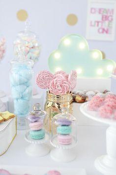 Detalhes dos doces para compor a mesa de doces com tema Doces sonhos, aniversário de 1 ano da Branca, filha da fotógrafa Rejane Wollf. Foto: Bia Soave
