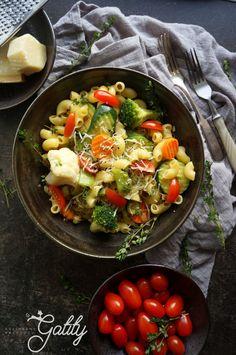 Kulinarne przygody Gatity - przepisy pełne smaku: Panini z szynką Pudding Chia, Cobb Salad, Detox, Food And Drink, Lunch, Vegan, Chicken, Baking, Healthy