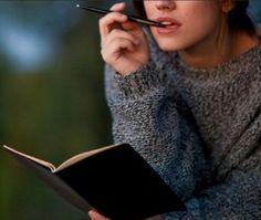 أحتاج أَن أَقرأ روايه كتبت لي ،، أتجول بين فصولها؛  أتمرجحُ على زوايا الورق ؛؛؛ لأَسقط بسطر ما قبل النهاية يجمعني بك صدفة ....✏