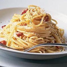 プロ仕様!生クリームを使わないローマ風カルボナーラ by パスタソースキッチンさん | レシピブログ - 料理ブログのレシピ満載! 本場イタリアのローマ人に作ってもらったレシピ。 実は本場では、生クリームは使いません。 生クリームや牛乳を使わなくても とってもクリーミーに仕上がりますよ!