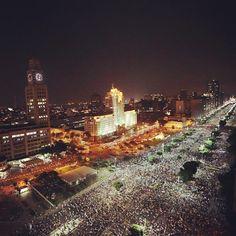 Una marea humana se volcó a las calles de todo Brasil para exigir servicios públicos de calidad y denunciar los gastos del Mundial de fútbol, así como rebajas al precio del transporte. En plena Copa Confederaciones, Dilma Rousseff canceló el viaje que tenía previsto a Japón.Foto: AFP