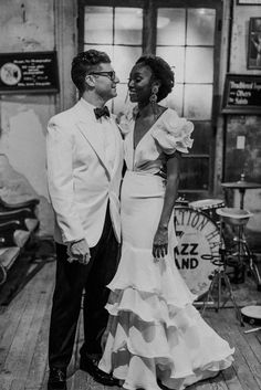 Secondhand Wedding Dress and Vintage Tuxedo Jacket for a Fun New Orleans Wedding with Brass Band Procession (Rock My Wedding) Magical Wedding, Dream Wedding, Boho Wedding, Wedding Engagement, Smoking Vintage, Wedding Suits, Wedding Gowns, Wedding Tuxedos, Velvet Dinner Jacket