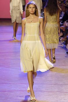 Marc Jacobs Spring 2006 Ready-to-Wear Fashion Show - Hana Soukupova