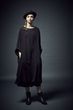 Cheap midi dress, Buy Quality a dress directly from China designer dress Suppliers: [To Gladself] Women 2017 Summer Fashion Designer Casual Loose Oversized Batwing Half Sleeve Split A Line Cotton Linen Midi Dress Plus Size Summer Dresses, Long Summer Dresses, Japanese Outfits, Japanese Fashion, Yoji Yamamoto, Dark Fashion, Alexander Mcqueen, Women Wear, Street Style