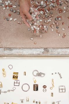 Scattered by hand over a terrazzo base made from powdered minerals and lime, fragments of metal, fasteners, rings, buckles, padlocks, links, keys, snap hooks and other mechanisms connect with the stone and marble to create the Terrazzo Hermès Atelier petit h. Floor Ceiling, Tile Floor, Hermes Home, Floor Texture, Material Board, Finishing Materials, Terrazzo Flooring, Travertine Tile, Ceramics Projects