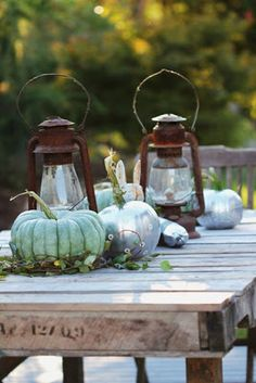 Pretty rustic outdoor Fall Autumn table--use with white lanterns Fall Home Decor, Autumn Home, Autumn Table, Autumn Decorating, Decorating Ideas, Painted Pumpkins, Mini Pumpkins, Fall Pumpkins, Fall Harvest