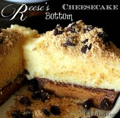 Reese's Bottom Cheesecake! Creamy Cheesecake, topped with a dusting of nutty Graham Cracker Crumbs & Sweet Chocolate Chips, all resting on top of a Reese's Peanut Butter Cup Crust! Just Desserts, Delicious Desserts, Yummy Food, Cheesecake Recipes, Dessert Recipes, Cheesecake Cupcakes, Cheesecake Bites, Reese Cheesecake, Coconut Cupcakes