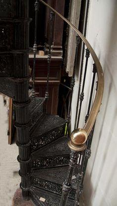 винтовая лестница из чугуна