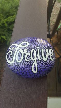 Stone art painting - 170 Great DIY Painted Rocks With Inspirational Words and Quotes Ideas – Stone art painting Stone Art Painting, Pebble Painting, Pebble Art, Diy Painting, Rock Painting Ideas Easy, Rock Painting Designs, Painting Patterns, Stone Crafts, Rock Crafts